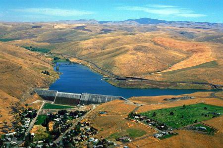 800px-USACE_Willow_Creek_Dam_Oregon